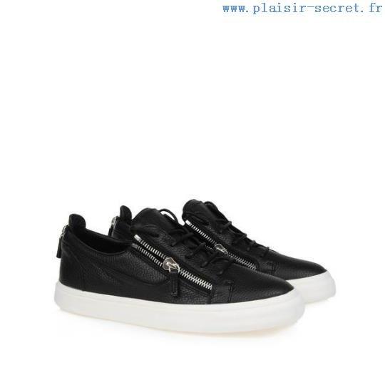 Souliers Homme - Louis Junior Calf - Christian Louboutin ... Baskets ...  Chaque paire de chaussures gracieuses vaut une appréciation minutieuse, ... bf36d71ea44