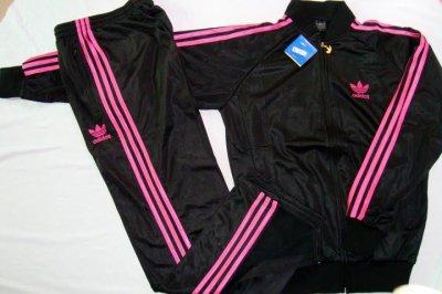 836a68d49be74 survetement adidas noir bande rose 1